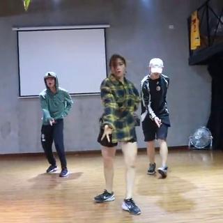 【菲瑞希舞蹈秋季日常班】urban dance class by 👑邱邱老师👑 🎵Yammy Gang #舞蹈##重庆街舞##菲瑞希舞蹈##美拍小助手#🍟🍔