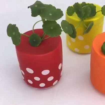 气球+废旧杯子=水养植物花瓶💗很久没录1min以内的视频了,这个很简单可以试试~动手做起来给家里添些活力色彩😍#家居diy##时尚家居##手工# 💗微信xjane1117 💗微博http://weibo.com/u/2144814265