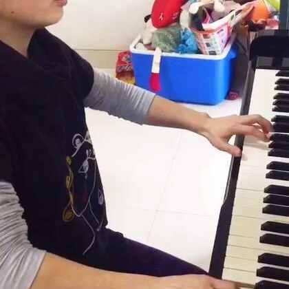 小朋友的妈妈是个热爱生活的人,芭蕾,钢琴一样都不落下,跟着我学习了四个多月钢琴,进步非常大。一首《月亮代表我的心》送给大家#钢琴##音乐##弹钢琴##钢琴时间#