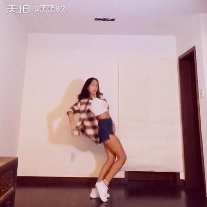 🎶泫雅--怎样🎶#舞蹈#baby们我粗线了,这段时间一直在忙自己的人生大事👰。抽空拍一个视频结果黑成十八铜人,肌肉线条也好明显,呃……你们不要嫌弃我💕找黑黑点这里👉http://m.weibo.cn/u/1978158723