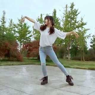 #今天穿这样##极乐净土舞蹈#日常版极乐净土哈哈第一次尝试宅舞,请各位看倌嘴下留情😂#@敏雅可乐#