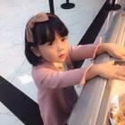 好久不见😜小朋友看到冰淇淋就想吃,可是这两天降温了,好冷,不能吃冷饮咯#宝宝#
