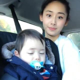 #宝宝##逗比##在路上##女神#我脖子太长了。。开车真的好无聊不如摇起来啊吼吼!!赞起来啊摇起来!shut up let me go😘😘😘😘😘😘