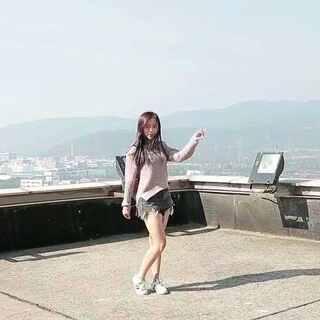 #泫雅#how's this#舞蹈##我要上热门@美拍小助手##@敏雅可乐#站在学校最高处的一次体验😍谢谢寒冰的拍摄😚这次比上次跳得好可是总感觉还是不太对,以后再继续努力找感觉!楼顶风景真的不错哦!😘