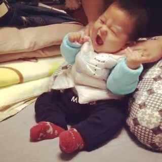 超级怕痒的孩子,真是从小就怕痒啊。#宝宝成长日记#