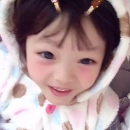 #梨涡妹妹金在恩##宝宝在恩宝宝在唱关于巧克力棒的歌曲哦😀韩国双十一都会买巧克力棒吃呢😜在恩的生日也是11月11日噢😘