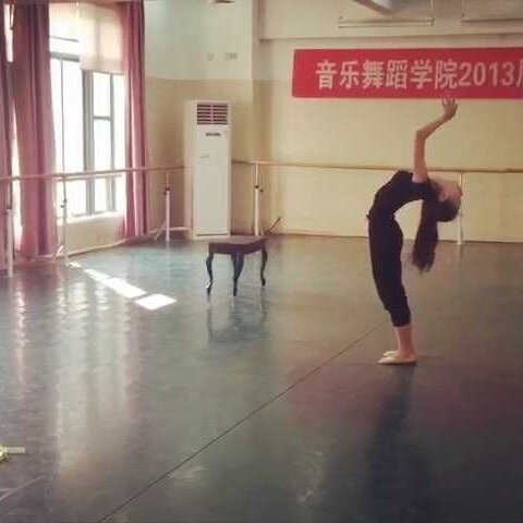 【CHEN念灵美拍】#舞蹈##我的大学时光#还好当我怀...