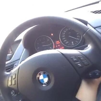 给开车的亲们看一个车上很实用的东西。 大家记得转发让所有人都知道哦~#搞笑##热门#