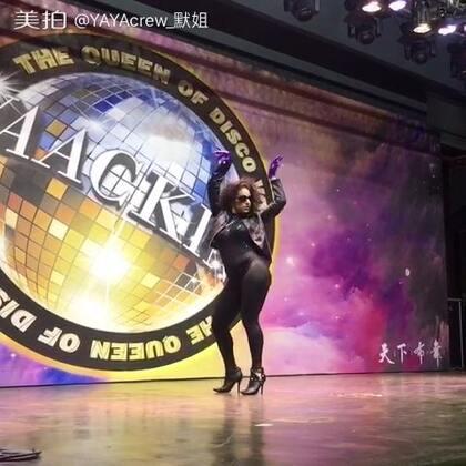 Lockerooo(USA)#the#queen of disco #waacking#有毒的裁判表演!这速度和表达真的很赞。