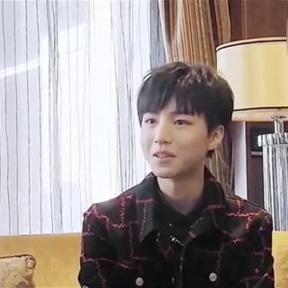 长城发布会#王俊凯#的后台专访,想知道小凯拍摄电影的故事吗,想知道小凯在看什么书吗?戳视频啊~~👇