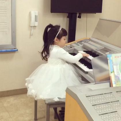 #梨涡妹妹金在恩##宝宝#在恩在钢琴学院表演钢琴演奏呢😊재은이 피아노학원에서 세번째 미니콘서트를 하고왔어요~^^