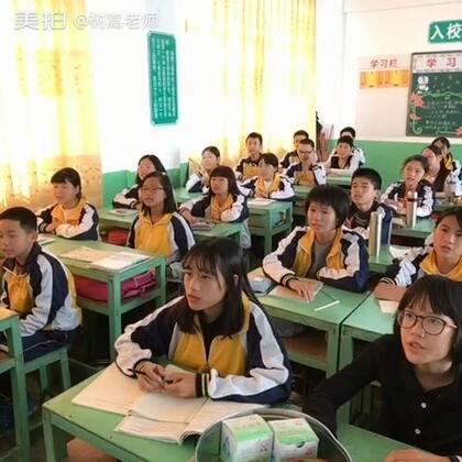 🌻《稻草人之恋》🌿🌾🌴🌲🌱一首非常质朴,甜美,淡淡稻草香的歌曲…🍉由学生们演唱,感觉别有一番风味🍇🍒🍓🎸#音乐##树嵩老师#@美拍小助手