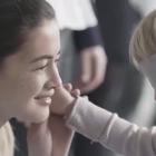 一个很戳人心的亲子实验,让3-9岁的孩子蒙着眼睛找妈妈。母亲和孩子之间有种无形的联系!#涨姿势##宝宝#好感动...