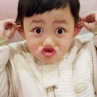 谦哥自创,这是模仿的啥?😂😂😘😘#寶寶##宝宝成长记#