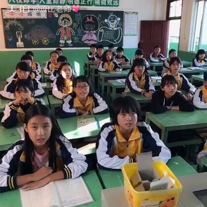《有何不可》哈哈,这是另外一个班级的,我不是她们班主任,只是科任老师😉,考完试。校对完试卷,唱唱歌,第一次拍…!有个小男生好可爱…😂#音乐##有何不可#@树嵩老师 这是我微博哦,http://weibo.com/u/2503732992