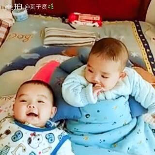 双胞胎兄弟见面喽……好开心👬😘😉😜#最萌双胞胎#