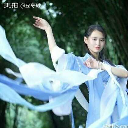 #小豆芽的成品秀#不知道大家还记不记得那个尴尬的蓝色裙子,我只能说我的小瓷U乐国际娱乐好美,亲亲抱抱举高高