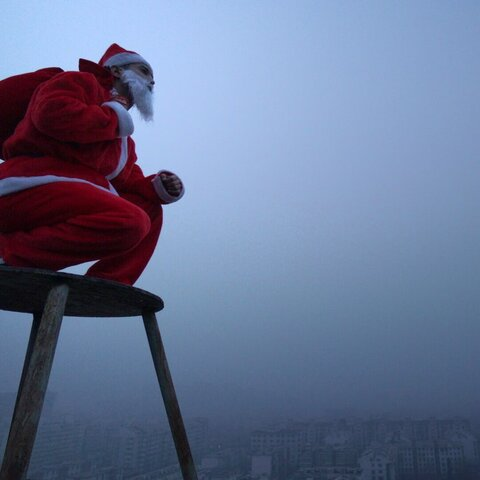 【十三Film影视工作室美拍表情文】Santa Claus gets lost in Beiji...