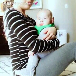 😁今天忍痛又虐了30分钟...带娃一起健身啦😂这样又可以健身又可以和宝贝互动🙋……#宝宝##宝妈减肥日记##健身塑形#