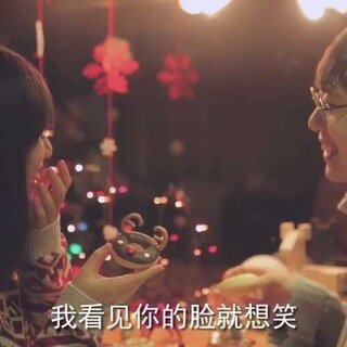 哈哈哈这是一条ng了无数次的花絮,原来韩剧里那些甜蜜的画面都是骗人的🙃一会晚点发圣诞节新片,记得等我哟!这期教你们做甜甜圈🍩🍩🍩#厨娘物语#