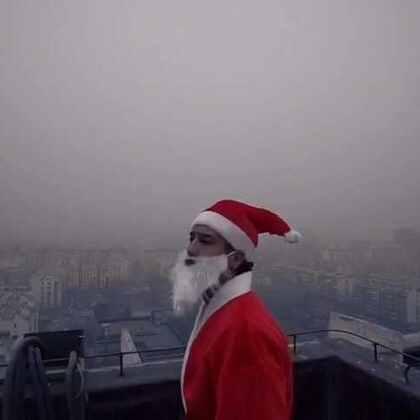 #圣诞节##随手拍圣诞#圣诞老人在北京雾霾里迷路了