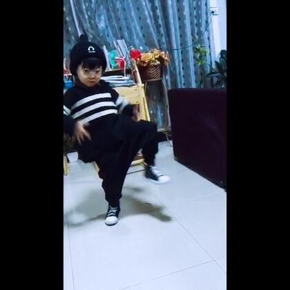#舞蹈#5岁小阿默随意跳起来😊😊