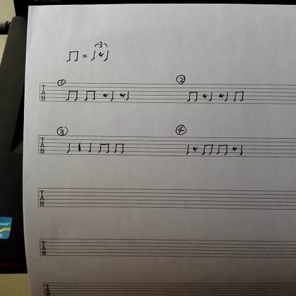 节奏感的养成之三:用简单音阶做多变的节奏训练,精确控制音符时值的变化,让旋律不再平淡乏味(对swing节奏而言,前半拍休止留下的是短音,后半拍休止留下的是长音,它和普通的8分音符是不同的,因此为旋律增加了更多有趣的变化,练习难度也稍大一点) #音乐##吉他##节奏#