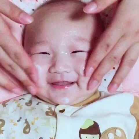 【永远的寳贝儿美拍】#宝宝##搞笑#我❤️抹香香。😙😙