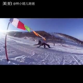 2017年的第一天必须在雪上!😄😄@白小晕晕晕 @武艺DjWesley #滑雪##单板滑雪##崇礼万龙滑雪场##贴地飞行#