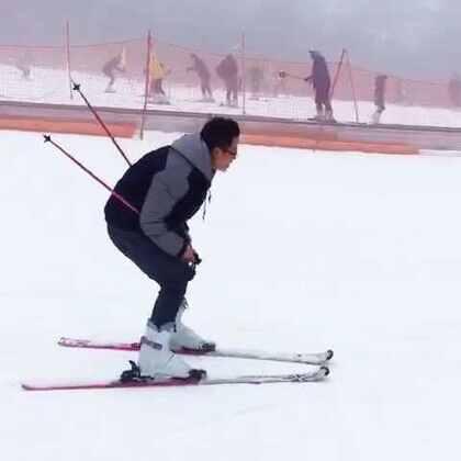 #随手美拍##音乐#第一次滑雪。还好没摔。多练习几次就上手了