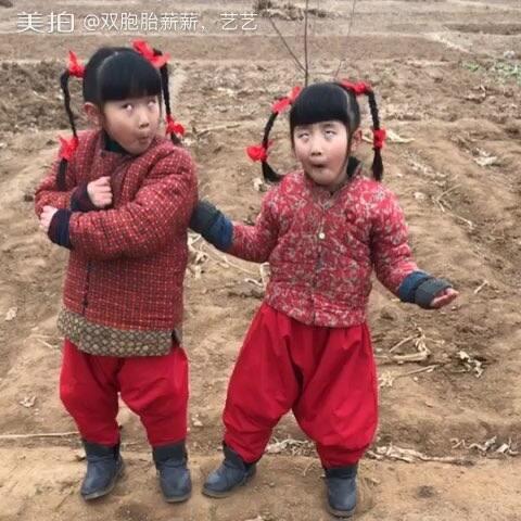 【双胞胎薪薪,艺艺美拍】#热门##随手美拍##宝宝##搞笑##...