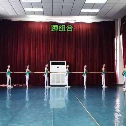 武汉市艺术学校3年级上学期女班蹲组合