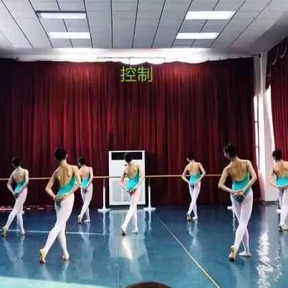 武汉市艺术学校3年级上学期女班控制组合