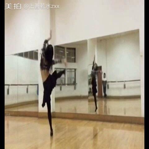 【上善若水zxx美拍】#舞蹈##音乐#肚皮舞版:新贵妇醉...