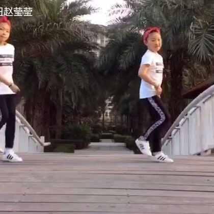 摩擦摩擦,全民来跳#seve舞蹈#,两位小朋友一起来跳#舞蹈#。@美拍小助手 @STKT未来偶像