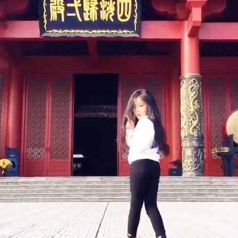 【魏艺萱小模特美拍】四海归一殿门外跳舞 也就只有你...