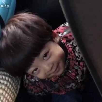#懒虫年##宝宝#是有多困,居然躲在这里睡着了😂(置顶微博在抽奖🎁http://weibo.com/u/2045571310 )