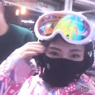 第一次在韩国滑雪❄️,选择了单板,连我自己都没想到能一秒学会,快来给璐璐点个赞吧👍#单板滑雪#