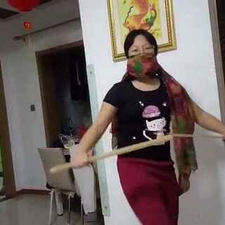 #中华武术##铁膝盖儿断木板##我是吃货我自豪#喜欢的好友请帮忙转发帮忙上热门,谢谢啦