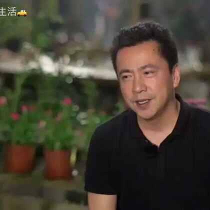 """节目中,前来做客的王中磊生火、摘菜、烧水……没有一刻停得下来,""""霸道总裁""""变为""""苦工"""",竟然觉得十分享受:""""我觉得向往的生活就是一天必须有时间让自己发呆。""""精彩内容尽在本周日20:30湖南卫视《向往的生活》!"""