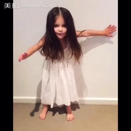 Twirl girl 旋转的女孩V #宝宝##瓦伦蒂娜卡朴蕊#