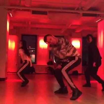 好久沒上Keenan的課了,他說當初答應這個視頻如果超過1百萬點擊就再教一遍,so today is that day. 感謝@滚来滚去Travis 拍的視頻😘#舞蹈##60秒美拍##爱舞蹈爱生活##keenancooks#