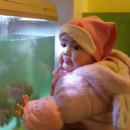 #宝宝##萌宝宝##我要上热门#小虾米好喜欢看鱼缸里面的鱼🐠