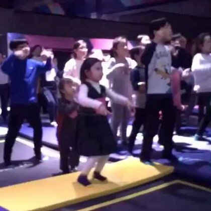 #宝宝##舞蹈#在恩献舞祝福大家新年快乐🎉我们大家一起开心幸福😁