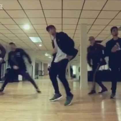 外国舞者跳中文歌原来是这个样子的😱要是有男团能把#舞蹈#跳成这个水平,不红都不行😎