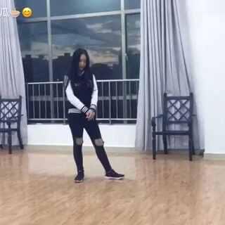 Justin Bieber - All Around The World - Choreography by Alexander Chung 扒的舞哈,录的时候身体不好,力道不足请见谅,不喜勿喷哈。我很喜欢AC的舞~#街舞##敏雅舞蹈##街舞秀##舞蹈翻跳##5分钟美拍#