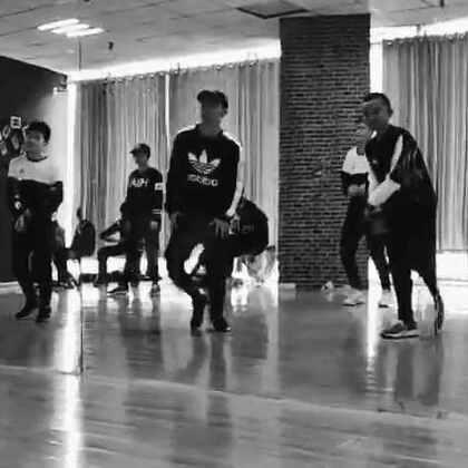 #King Soul # 2017新年编舞第一发 音乐:Bae Bae 练习室版 明天还有最后一部分 胜利的慢节奏部分 大家加油 #舞蹈##音乐##男神#