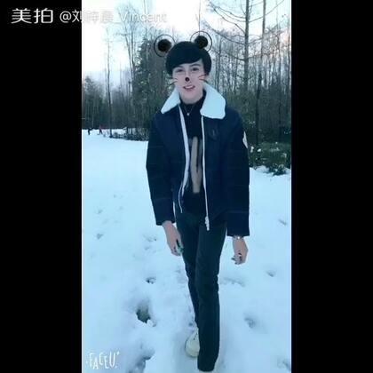 好久没下这么大雪❄️了 哈哈哈 傻傻的跟个孩子似的在玩雪😂