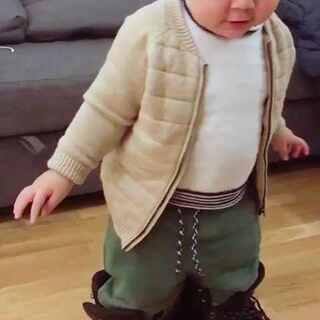 #宝宝##宝宝穿大人鞋##今天宝宝穿这样#