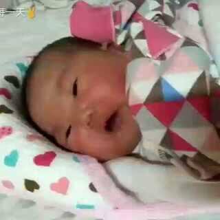 #宝宝#跳回出生第四天,果子真心有些丑丑的。😂@美拍小助手 @玩转美拍 #求涨粉求点赞#